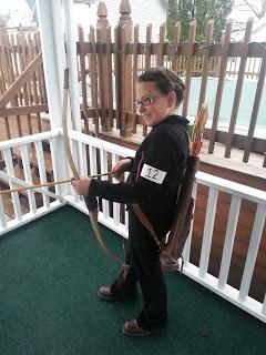 cheap DIY Katniss halloween costume. For Kelli :)