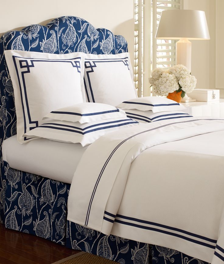 Bedding. Textiles. Guest bedroom. Navy and white Somerset duvet.