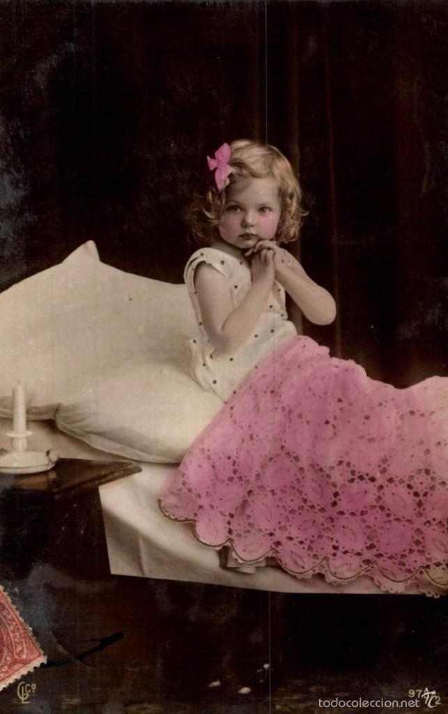 NIÑA EN LA CAMA DE ZARAGOZA A HUESCA 1905 (Postales - Niños)