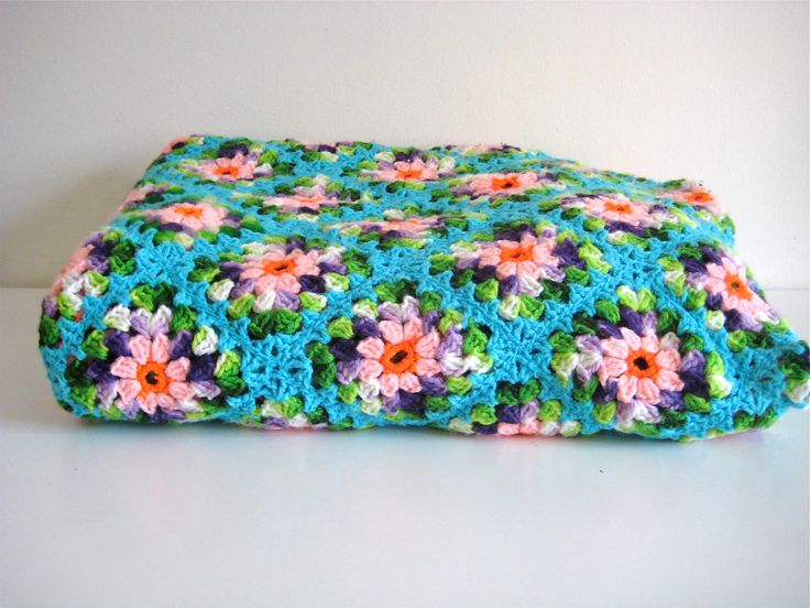 Color Inspiration :: Two variegated yarns mixed with solid colors works well in this pretty blanket #crochet #afghan #throw