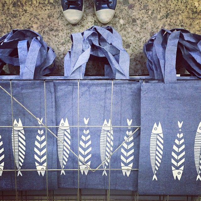 New tote bags coming soon!!  #silkscreen #handmade #bluejean #fish #thebluewhite #aegeansea