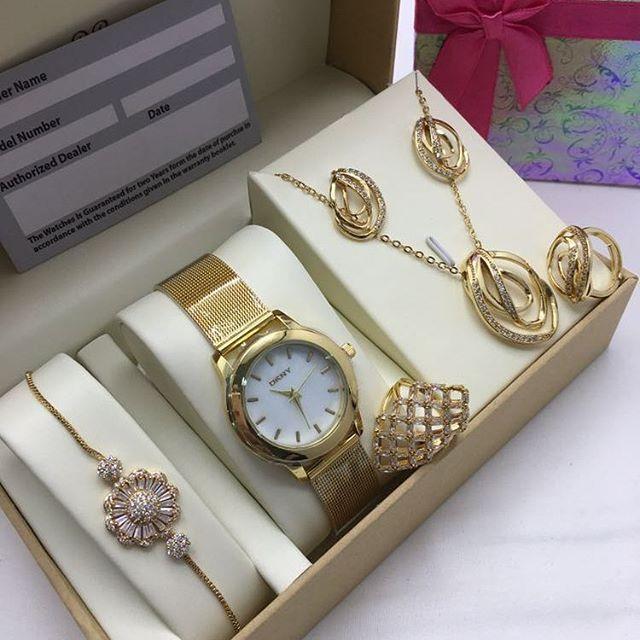 نتميز بكل جديد الان من ارقاء الساعات العالميه ساعات تتميز بشكلها وتصميمها الجديد وجودتها العاليه اطقم ساعات نسائي Fine Watches Watches Zircon Ring
