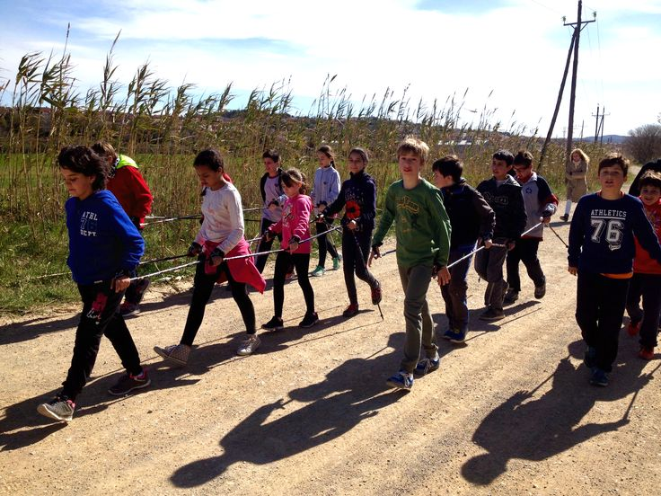 Cooperació i treball en equip amb els nens i nenes de La Bisbal de L'Empordà. www.nordicwalking-girona.blogpost.com