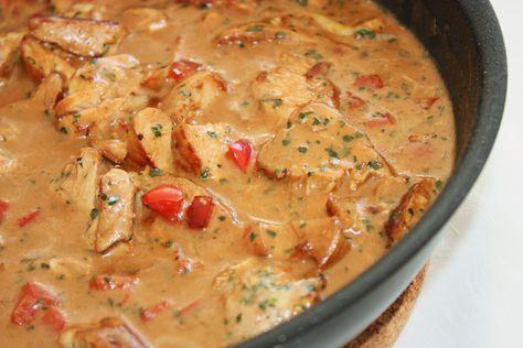 En enkel och god pastasås med kyckling.