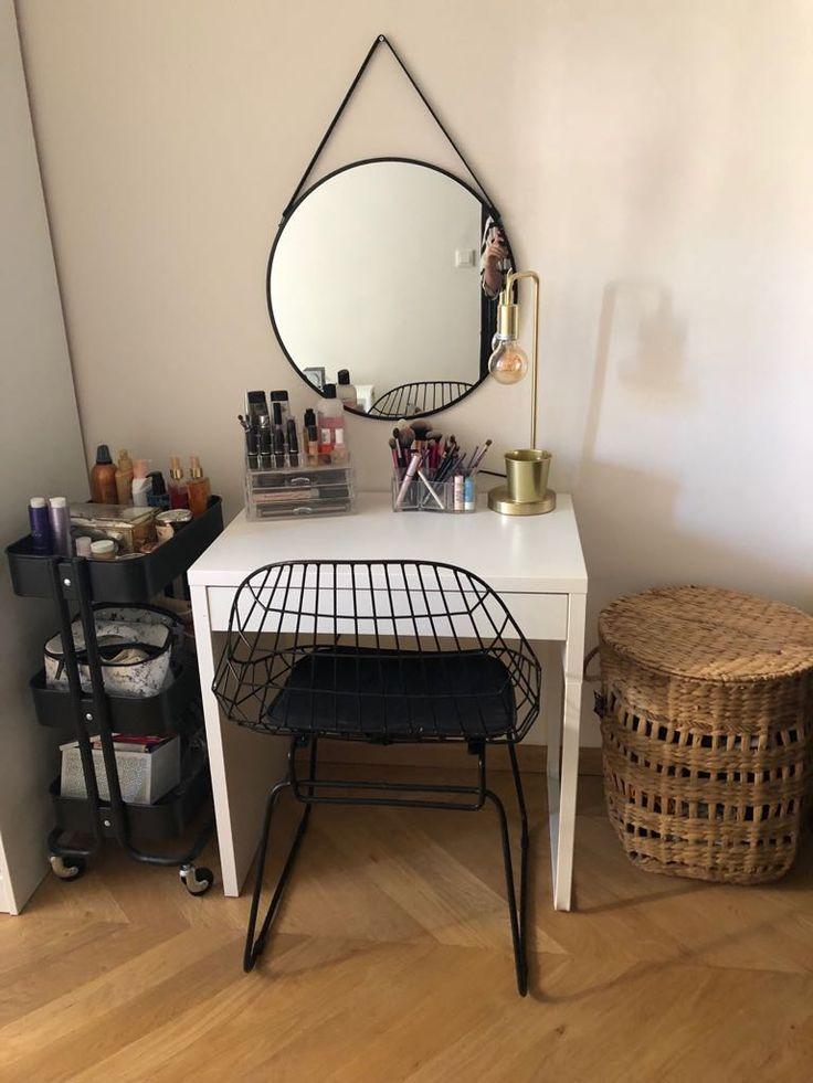 diy comment fabriquer une coiffeuse coiffeuse. Black Bedroom Furniture Sets. Home Design Ideas