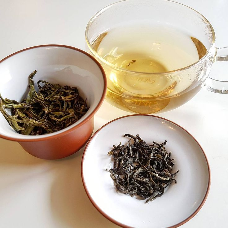 An delicious take on a classic green tea.    Longjing - aka Dragonwell- is one of the most famous Chinese teas.    This organic version from @livingleaftea is really fragrant, creamy and sweet but also has that typical nutty flavour.   #tea #teaddict #teagram #teapic #teaoftheday  #greentea #ceramics #dragonwell #natural #organic #healthy  #foodporn #foodpic #sugarfree  #cha #chay #chai #чай #drinks #china #nature #茶 #お茶 #차