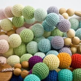 Beads beads, that everyone needs. These necklaces are key for teething, babywearing, nursing, breast and bottlefeeding. All natural, and handmade with love.