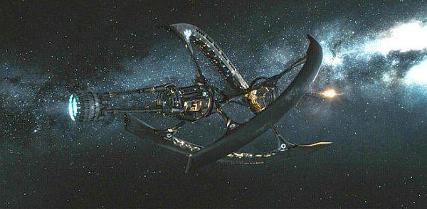 Uzay Yolcuları Filmi Ne Kadar Gerçekçi?  Ocak ayında gösterime giren #UzayYolcuları filmindeki yıldız gemisi Avalon, 5000 kişiyi 120 yıl uzaktaki bir yıldıza taşıyor. İnsanların yolculukta yaşlanmasını önlemek için de uyku kapsülleri kullanıyor. Peki füzyon ve antimadde motorlu uzay gemileri ne kadar gerçekçi? Birlikte görelim.