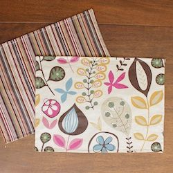 Learn to make double-sided placemats. Free tutorial. Great for beginning sewers!