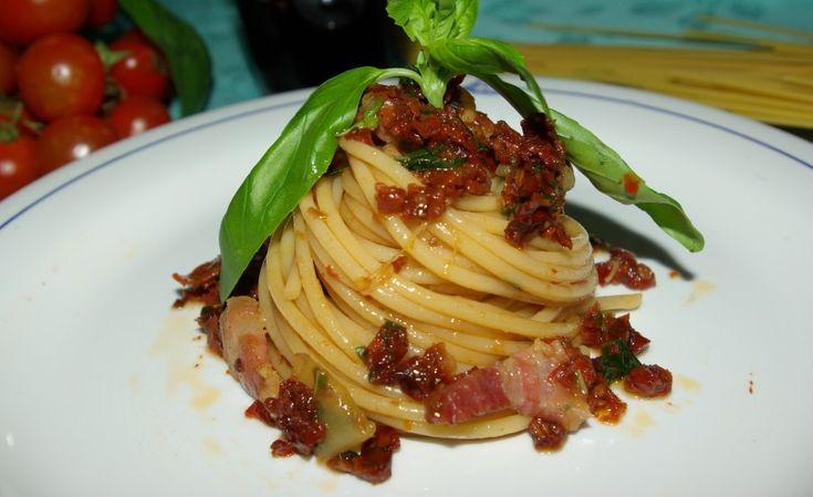 Vermicelli con pancetta e pesto di pomodori secchi