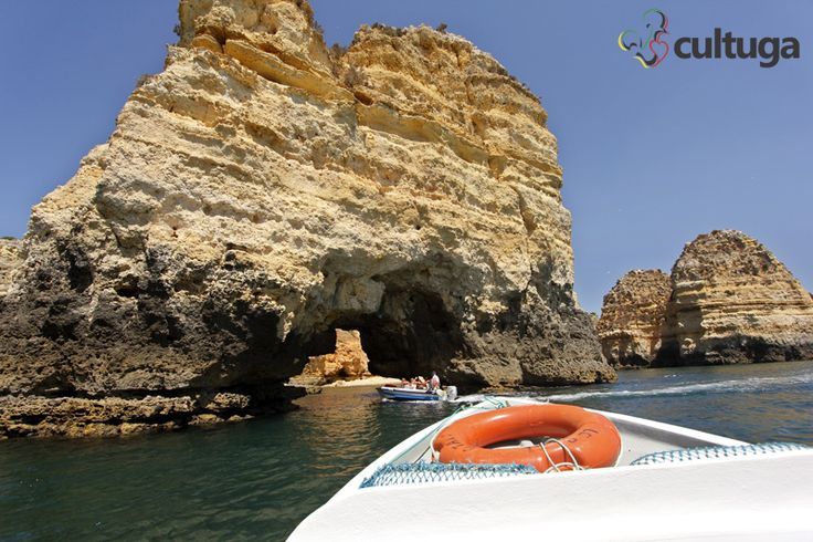Passeio de barco na praia Dona Ana, uma das mais bonitas do mundo, na Ponta da Piedade, Lagos, Algarve. Portugal | Roteiro de viagem