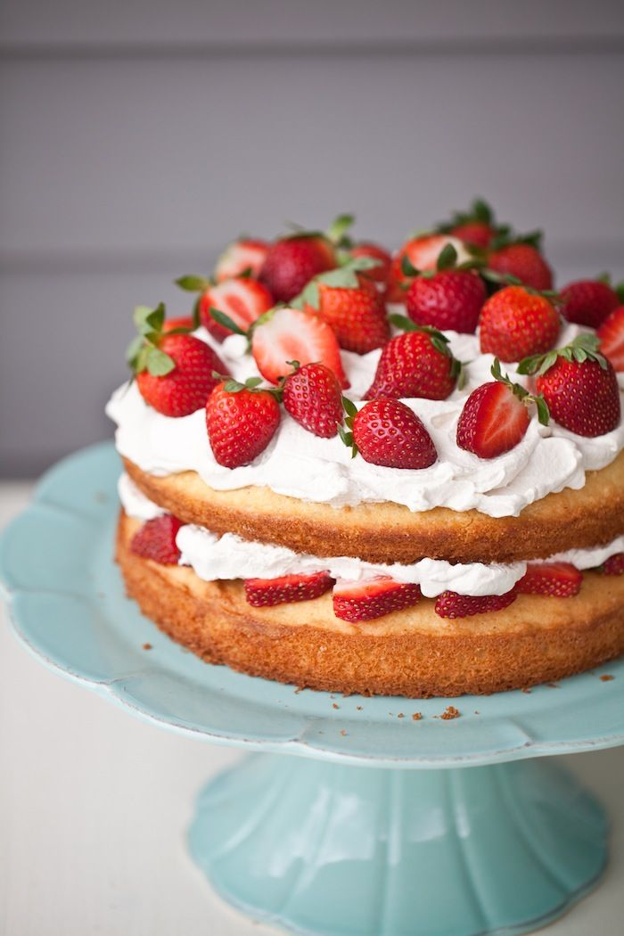 Best 25+ Cake with strawberries ideas on Pinterest | White ...