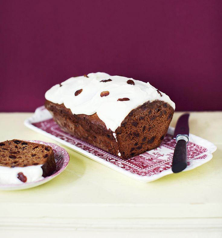 Dol op bakken? Het nieuweSaakje's Zoete BakboekvanSaakje Visser (van De Bakbar)is een heerlijk boek met ruim 100zoete recepten.Van koekjes en spectaculaire taarten tot pagina's vol zoete broodjes, prachtige plaatkoeken of een buffet vol troostrijke baksels. Vandaag delen we haar recept voor kruidkoek. Verwarm de melk met de rozijnen in een steelpan. Doe dit ongeveer 5 …