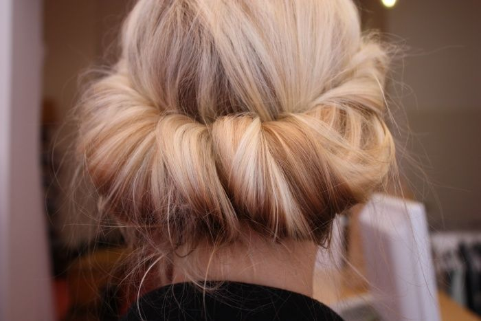 How do I make this happen?!: Blonde, Hairstyles, Wedding Hair, Hair Colors, Hair Twists, Long Hair, Messy Buns, Hair Style, Rolls