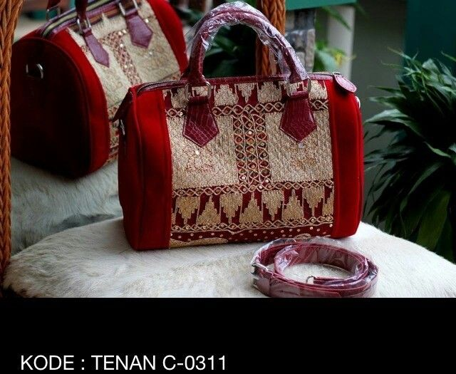 Tas tenun mix kulit suede, minat hub. Ke Facebook: shop lombok, Instagram: tenun_dan_mutiara_sasak, watsap:  087865461834, pin BB: 7DAC95EC