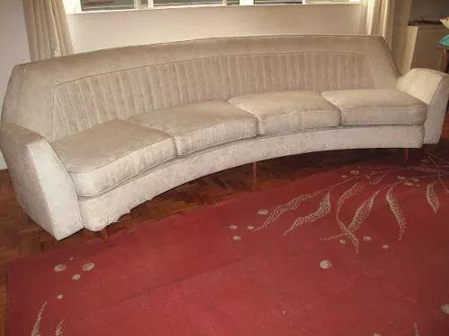 sofá curvo anos 50