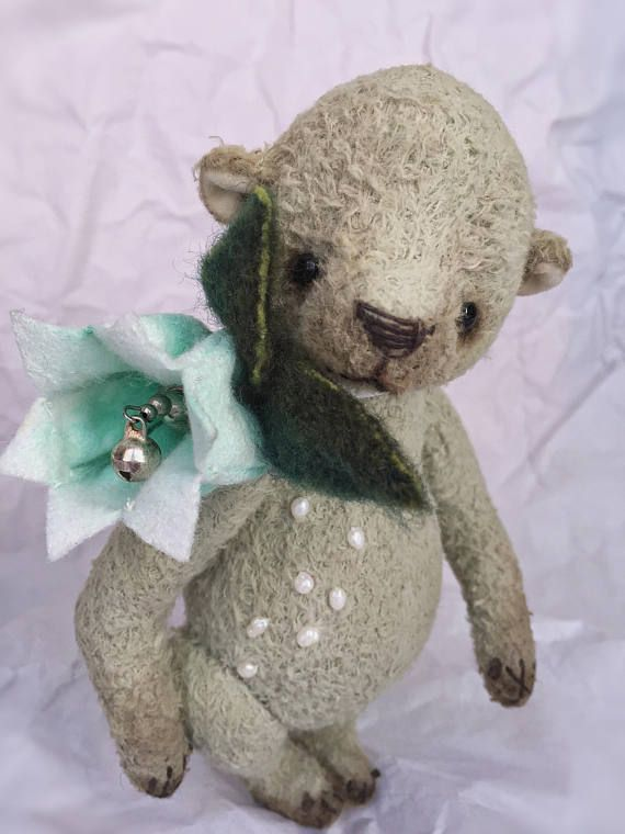 Muguet - the child of spring. A modest and cute little flowerbear 🐻🌱, 17,5 cm tall, designed by me, made by my own pattern and hand sewed.