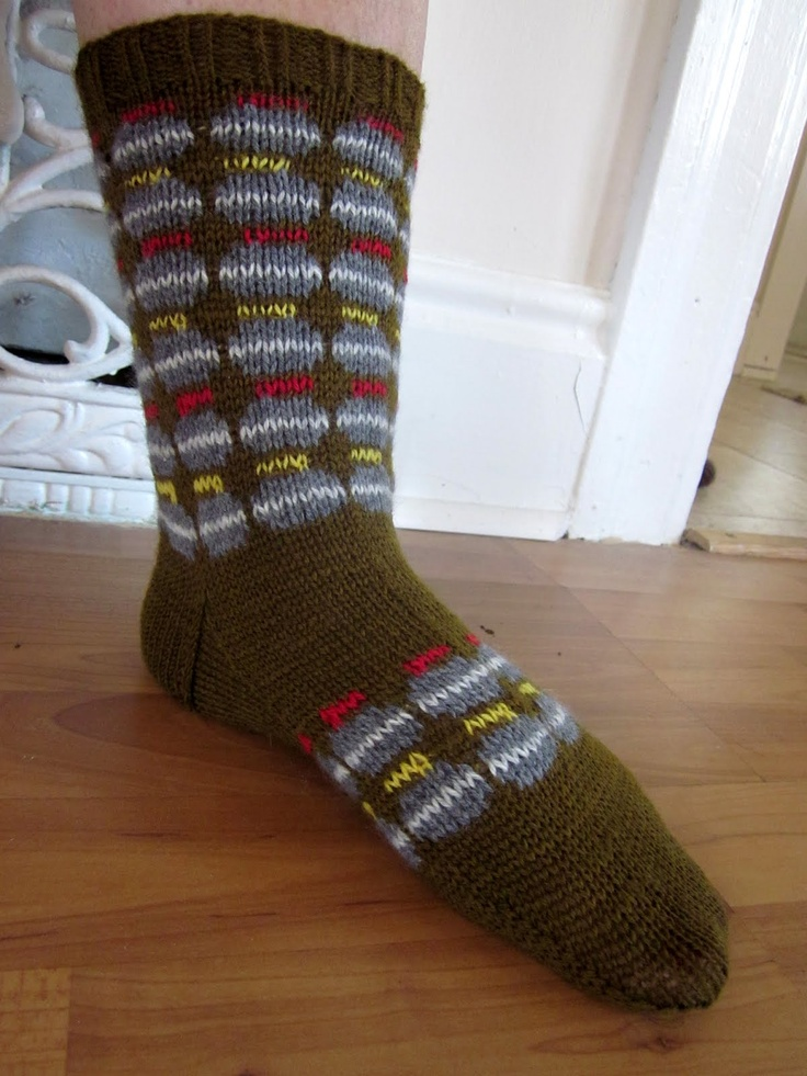 O CANADA! spillyjane knits: socks decorated with CURLING STONES, YAY!