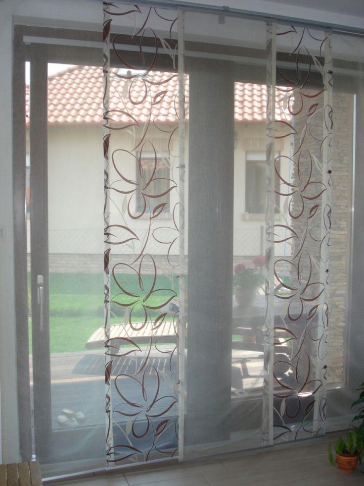 5–panelos lapfüggöny, 3 db egyszínű organza panellal és 2 db virág mintás organza panell