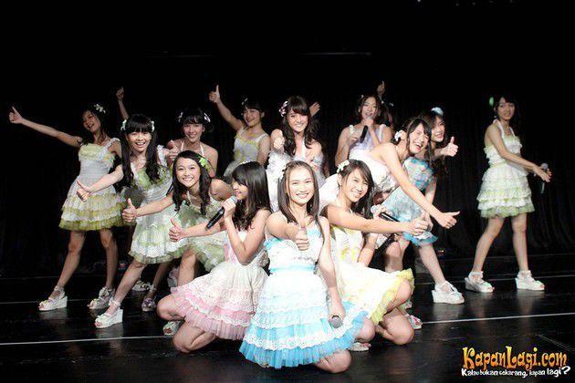 Para fans JKT48 layak berbahagia. Kali ini sang idol group merilis single terbaru, Manatsu no Sounds Good (Musim Panas Sounds Good).