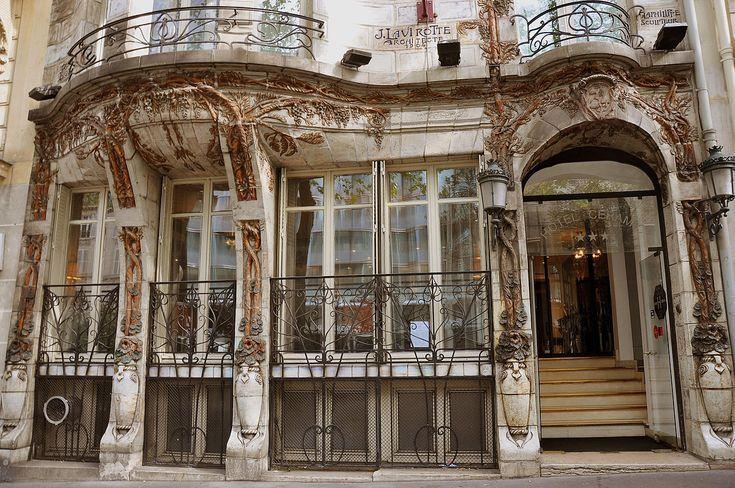 Jules Lavirotte. Céramic Hôtel est un immeuble construit en 1904 par l'architecte Jules Lavirotte dans le style Art Nouveau.