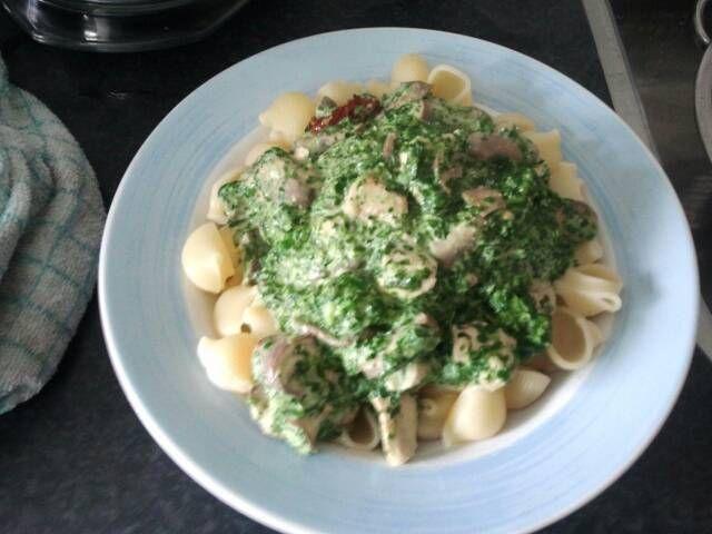 Pasta met spinazie, Boursin,  kip en champignons