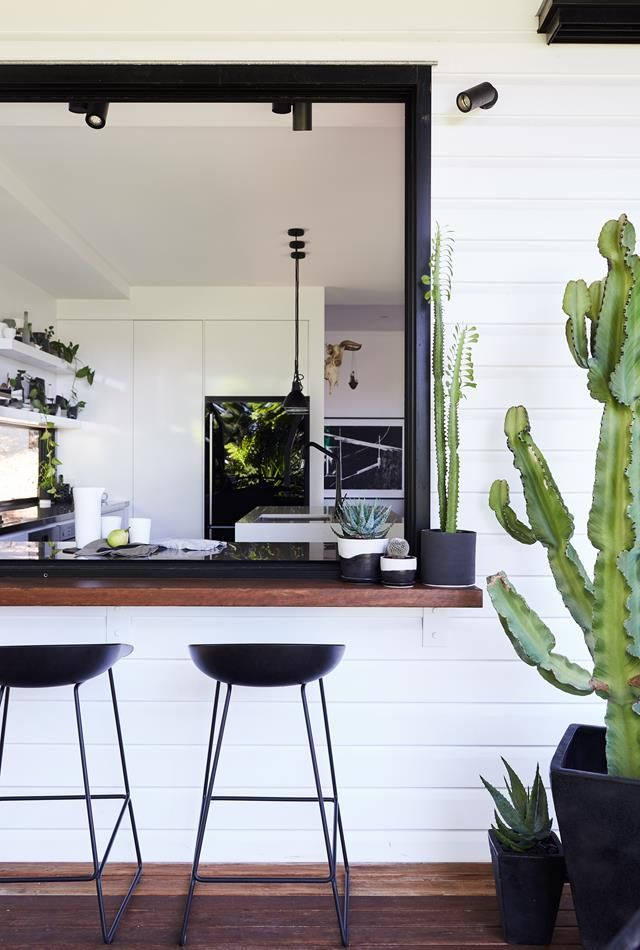 Love the contrast  wood, metal, pure white, green plants