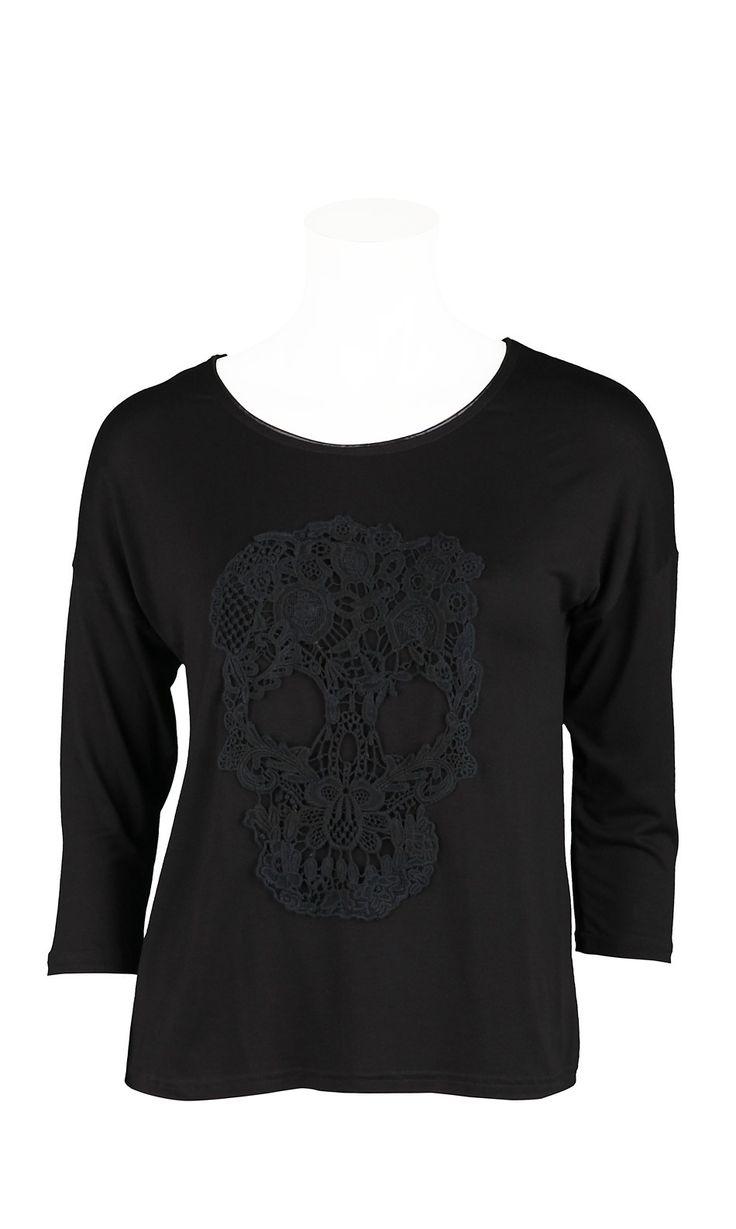 Roxyta noir,T-shirt noir en viscose,tête de mort en macramé devant,vendu 29.90€ sur www.depechmod.fr