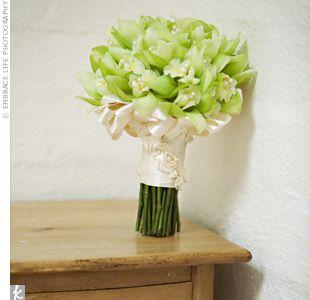 Green bridesmaid boquet