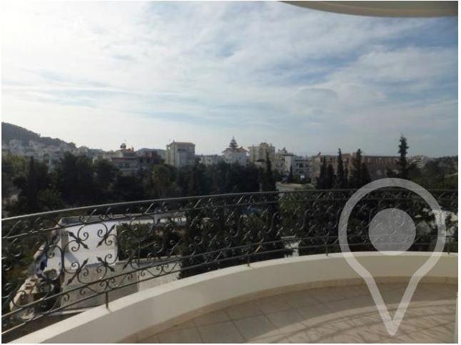Διαμέρισμα ρετιρέ στην Άνω Βούλα με 3 υπνοδωμάτια, σαλόνι με τζάκι, θέση στάθμευσης, πρόσβαση σε πισίνα, κήπο, πωλείται...