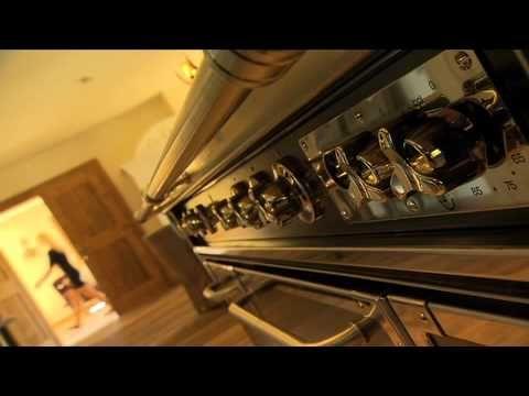 """Hier sehen Sie einen Immobilienfilm über eine Traumimmobilie in Kitzbühel. Den Film haben wir im Auftrag für Private Residences Immobilien GmbH (www.private-residences.net) Kitzbühel erstellt. Eine der vielen Besonderheiten an diesem Objekt ist der atemberaubende Blick auf """"die Streif"""", sowohl aus dem Haus wie auch von den Terassen. Das Haus ist ein Raumwunder und einfach nur ein Traum!"""