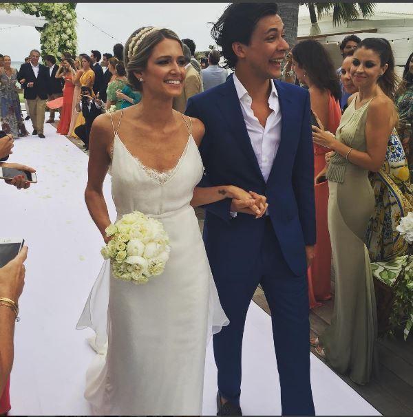 Helena Bordon, caasmento na praia Caribe St. Barth, vestido de noiva.  It Girl, Brazilian Digital Influencer in her wedding