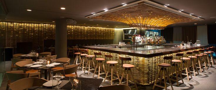Ο Τάσος Μαντής αναλαμβάνει το εμβληματικό ελληνικό εστιατόριο και αποδεικνύει ήδη ότι η μετά Καραθάνο εποχή θα είναι επίσης λαμπρή, ενώ η ίδια η Hytra είναι ομορφότερη από ποτέ μετά την ανακαίνισή της.