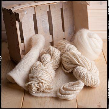 Nastro pettinato di 100% lana Merinos Australia. Ideale per la filatura a mano al fuso e alla ruota. Insuperabile per feltri e Nuno Felt da abbigliamento.