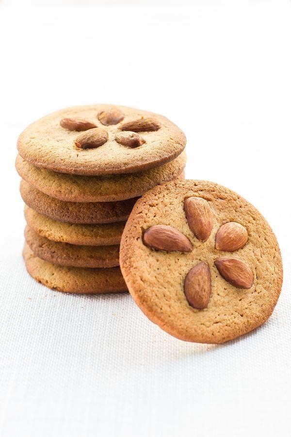 Biscotti con le mandorle e il burro di arachidi