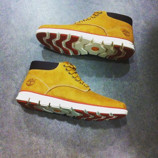 Restock reçu ce matin : la #Timberland #Bradstreet dans sa version chukka wheat nubuck ! Modèle #A125W dispo en ligne sur www.shop-nantes-atlantis.fr et en boutique @atlantis_le_centre ! #sneakers #shoes #shoesoftheday #instashoes #timbs #Nantes #menshoes #sensorflex #yellow #style #fashion