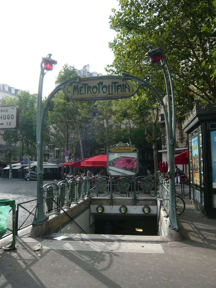 Paris, Métropolitain, Entrée de la station Victor Hugo, arch. Hector Guimard
