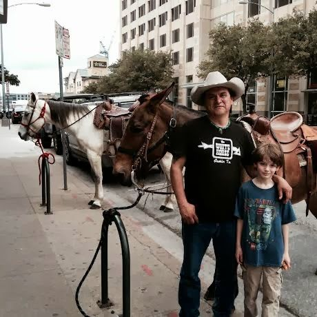 Free Fun in Austin: Austin's Downtown Farmers' Market - More Than Just Veggies! HORSES ON 6th STREET