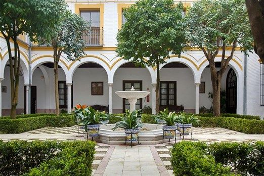 Colegio Mayor Santa María del Buen Aire, #Sevilla (Students only): These gardens are not just two hectares of plants, pergolas, fountains and balconies, but are also of great architectural interest in terms of landscaping. These gardens offer a wonderful natural surrounding for both studying and relaxing, as well as great views over the whole of Seville.