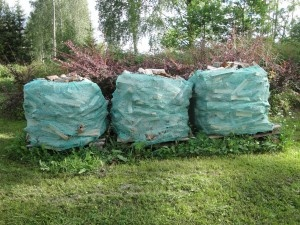 Saukontila: Polttopuut ja jätkänkynttilät kotiinkuljetettuna