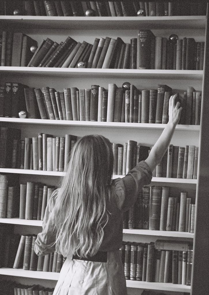 readBookshelves, Old Book, Book Lovers, Reading, Home Libraries, Dreams, Black White, The Book Thief, Photography