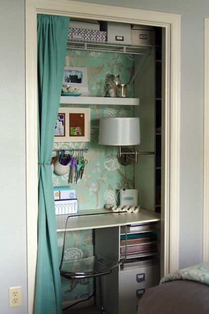 Small work space hidden by a smart curtain