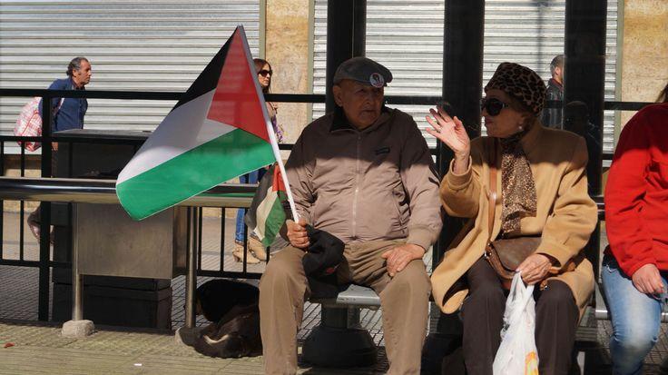 Chilenos en apoyo a la marcha contra la guerra de la franja de gaza.