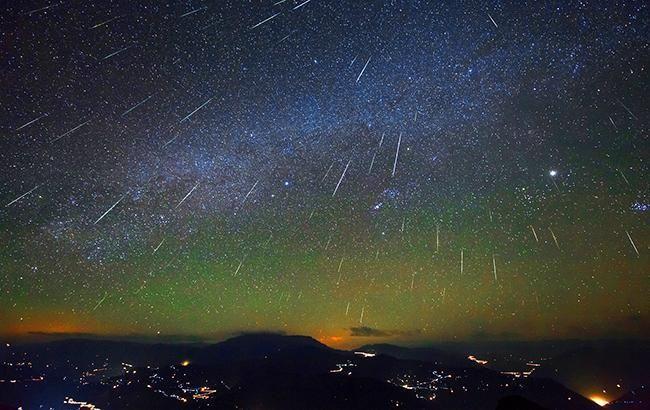 Украинцу удалось сфотографировать метеоритный дождь Персеиды