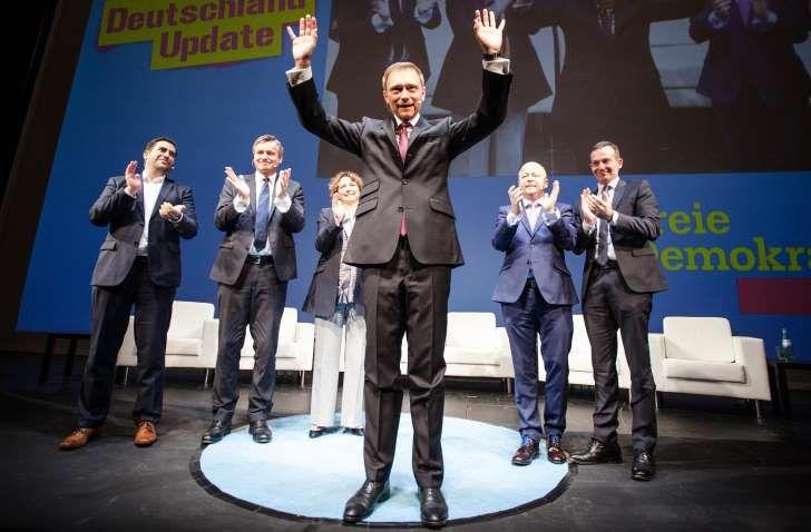Die FDP im Wahlkampf (v. l.): die Spitzenkandidaten in Sachsen-Anhalt und Baden-Württemberg, Frank Sitta und Hans-Ulrich Rülke, Generalsekretärin Nicola Beer, Lindner, Baden-Württembergs Landeschef Volker Wissing und der Spitzenkandidat in Rheinland-Pfalz, Volker Wissing http://www.msn.com/de-de/nachrichten/politik/merkel-hat-unseren-kontinent-ins-chaos-gest%C3%BCrzt/ar-AAgrfFp?li=AAaxdRI&ocid=mailsignoutmd