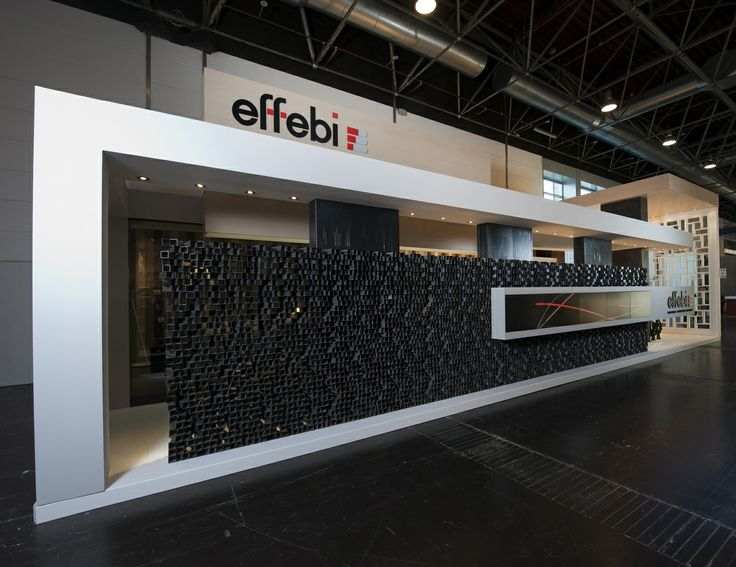 The main element was the frontal wall of the stand made of 3.700 squared row iron tubes 6cm x 6cm. @Euroshop