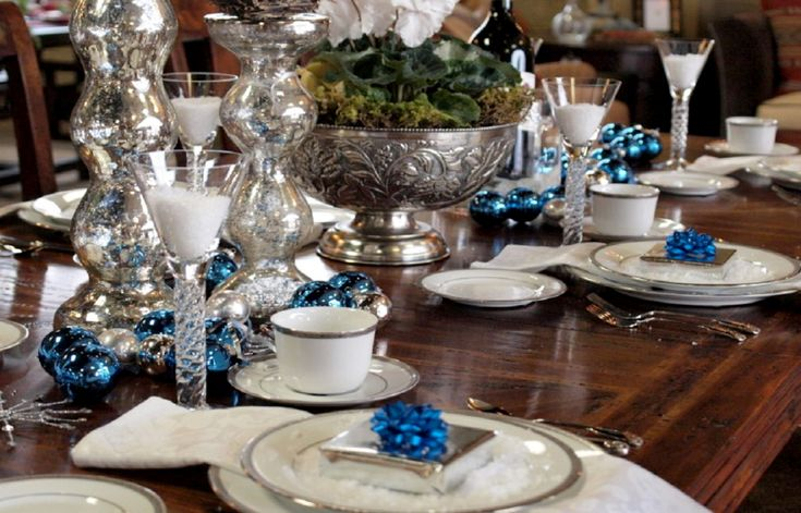 HOLIDAY HOSTING & TABLE TOPS THAT WILL WOW YOUR GUESTS Blue and Silver Holiday Tablescape