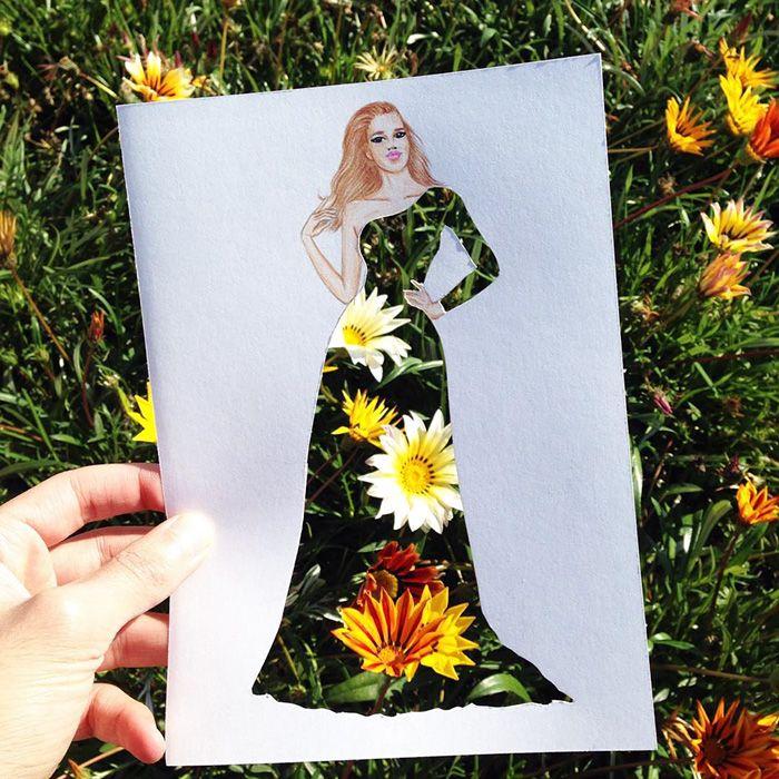 Opdracht 5a:modefiguur tekenen(frontaal), avondkledij ontwerpen, wegsnijden en fotograferen met telkens een andere achtergrond