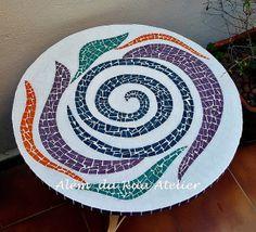 Mesa de mosaico by ALÉM DA RUA ATELIER/Veronica Kraemer, via Flickr