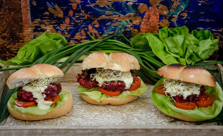 Homemade Burgers witg lentils&beet and pesto sauce